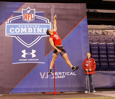 tim tebow combine bench press flashback tim tebow at nfl combine saturday down south