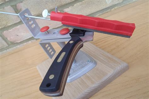 how to use a sharpening how to sharpen a knife using the lansky sharpening system