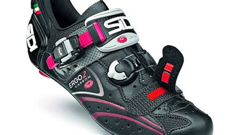 how to choose road bike shoes 10 tips to choosing the right cycling shoes