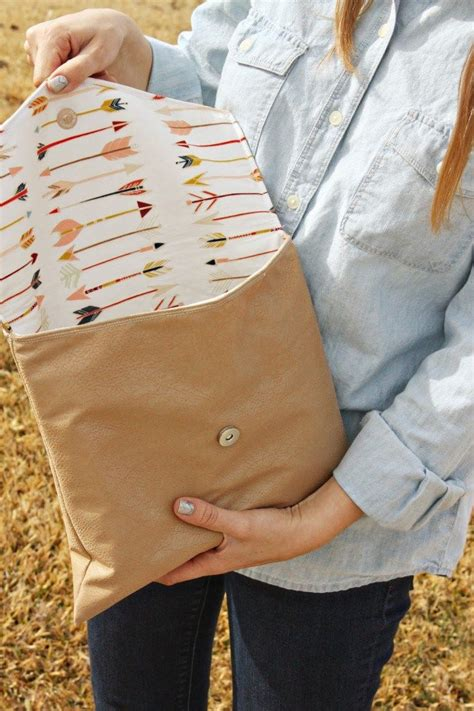 How To Make Handmade Clutches - 25 best ideas about fabric purses on handmade
