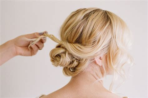 put up hair styles for thin hair 25 easy and chic updos for medium hair