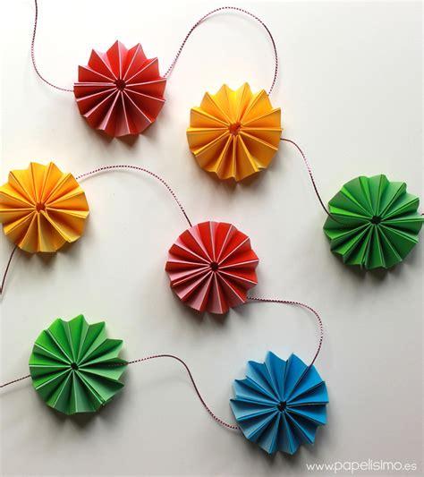 como hacer una guirnalda con circulos de papel moldes y patrones guirnalda de papel con flores tipo acorde 243 n papelisimo