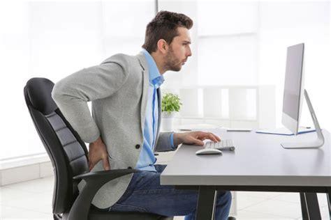 bonne position au bureau comment adopter une bonne posture assise pour le dos au