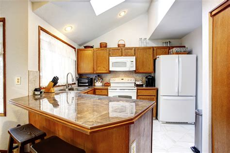 Kitchen Cabinets Vaulted Ceiling 42 Kitchens With Vaulted Ceilings Home Stratosphere