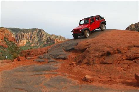 Sedona Jeep Trails Jeeps Circling Rock On The Broken Arrow Trail