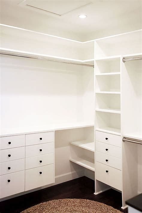 Closet Bank by 25 Best Ideas About Closet Remodel On Master