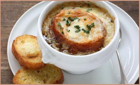 ricette cucina povera zuppa di cipolle piatto tipico della cucina povera francese