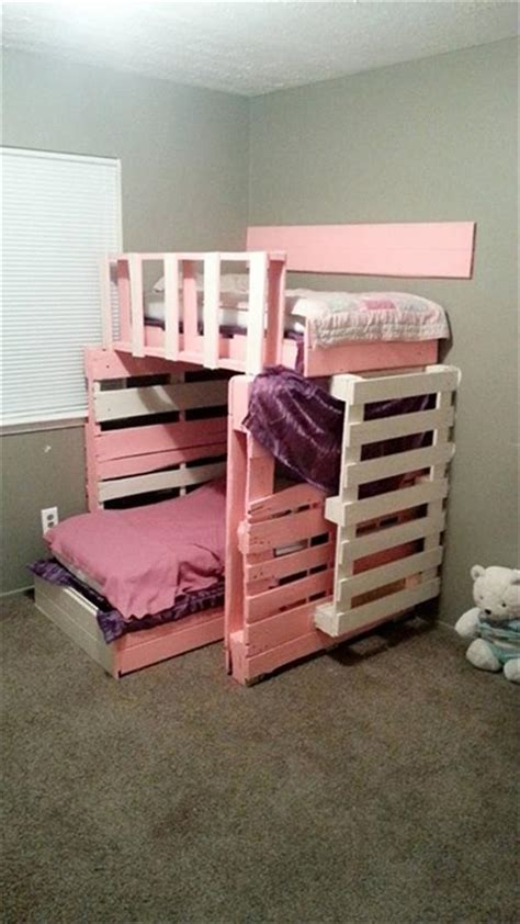 DIY Wooden Pallet Girls Bed   Pallets Designs