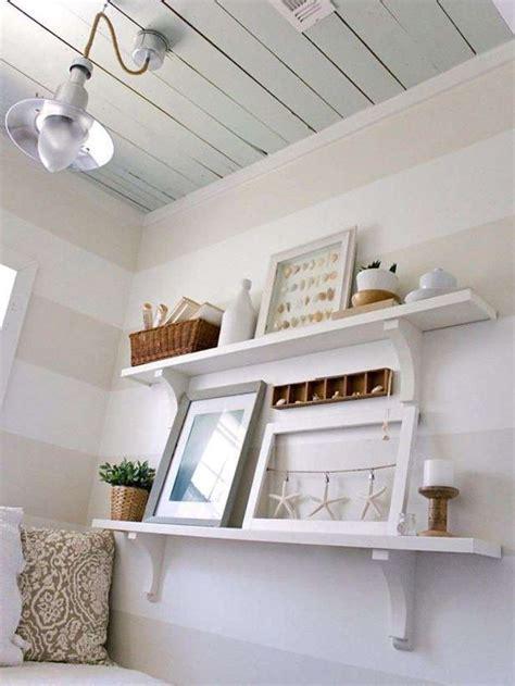 mensole stile provenzale arredamento casa al mare in stile shabby chic foto