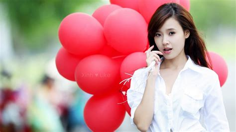 wallpaper girl all beautiful girl with balloons wallpaper allwallpaper in