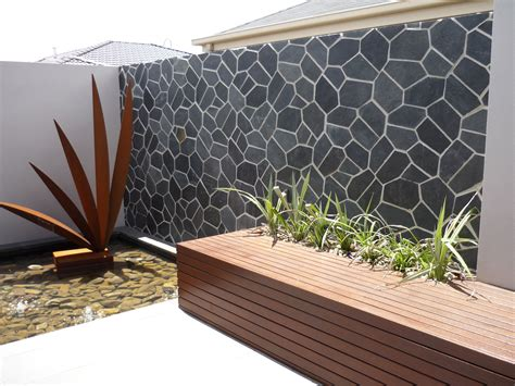 an outdoor feature wall in onyx really stands out