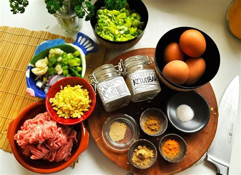 martabak telor deegpakketjes gevuld met ei en gehakt