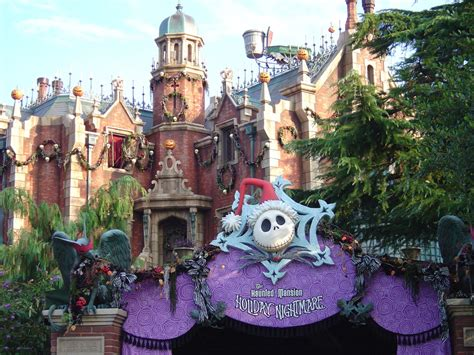 the sights of haunted mansion holiday at disneyland the haunted mansions at disney parks around the world my