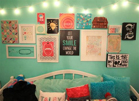 how to decorate a teen girl s walls bedroom with whatever blog talby s room gallery wall gallery of