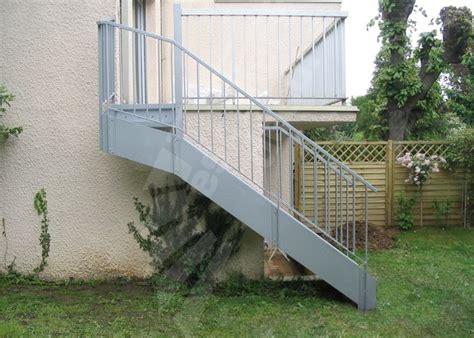 photo dt105 esca droit 174 1 4 tournant haut escalier ext 233 rieur en m 233 tal et b 233 ton pour acc 232 s du