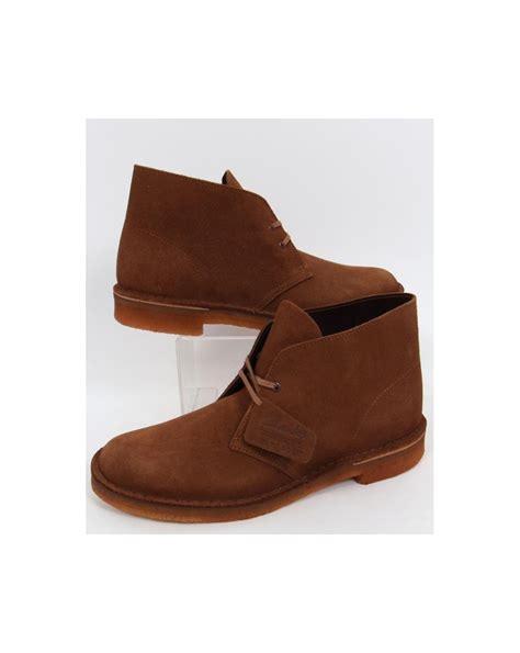 clarks originals desert boot in suede cola clarks