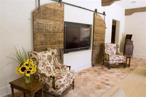Decorative Interior Barn Doors Ways In Which You Can Creatively Incorporate Barn Doors Into Your Home D 233 Cor