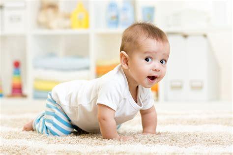 A Quanti Mesi Gattonano I Bambini by Quando Si Inizia A Gattonare Ecco Come Aiutare I Nostri