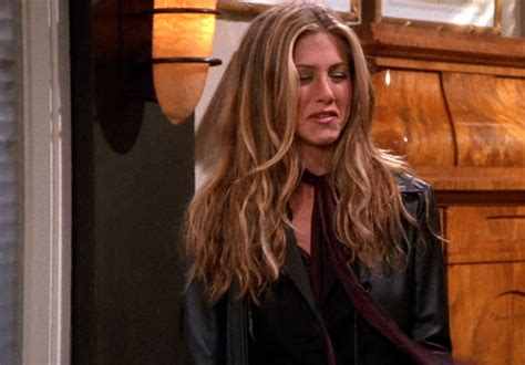 rachel greene wavy hair 6 best haircuts to steal from rachel green