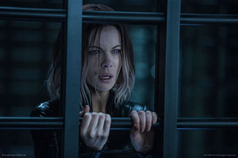 underworld ultimo film kate beckinsale shares another stunning poster for