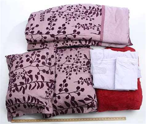 Twilight Saga Bedding Set Lot 6 The Twilight Saga Auction Swans Bedding Prop Store Ultimate