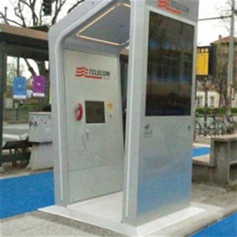 cabina telefonica telecom la cabina telefonica intelligente di telecom debutta a