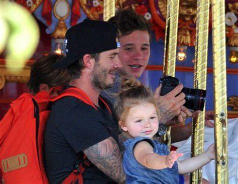 Paparazzi Make Romeo Beckham Cry At Disneyland by David Y Beckham Vuelven A Su Infancia Junto A Sus