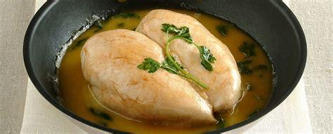 cucinare il petto di pollo intero petto di pollo glassato al vino bianco sale pepe