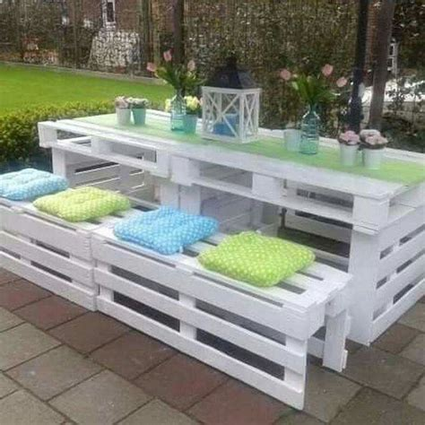 Pallet Patio Furniture Best 25 Pallet Patio Decks Ideas On Pallet Patio Pallet Porch And Palette Bench