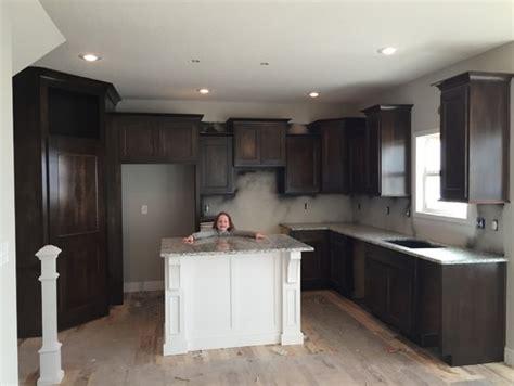 white cabinets with dallas white granite backsplash with dallas white granite