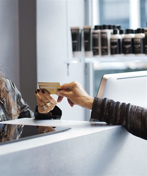 How Much Should You Tip A Hair Dresser by Of Tipping At The Hair Salon Instyle
