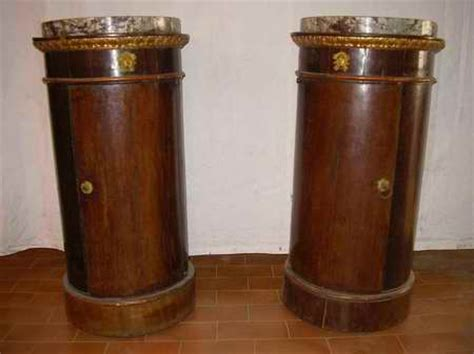 comodini stile impero il comodino impero a tamburo a colonna o a vaso