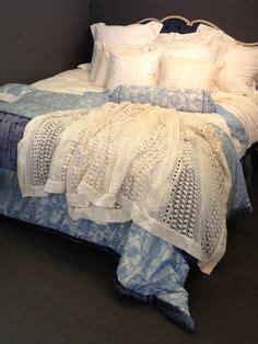 Sprei Vanity boudoir exclusief kanten sprei 260 x 260 cm met rolkussen blauw kant bedrok blauw