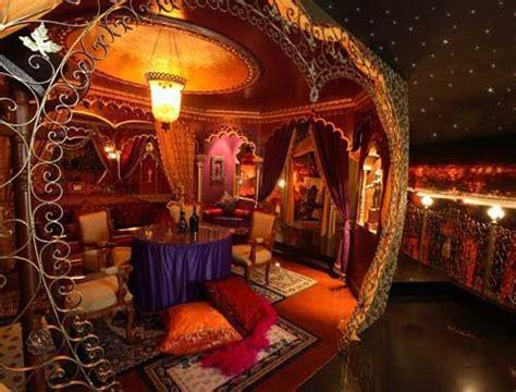 burlesque bedroom decor moulin rouge themed room burlesque room pinterest