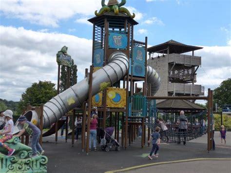 theme park kettering kettering wicksteeds park meerkats picture of