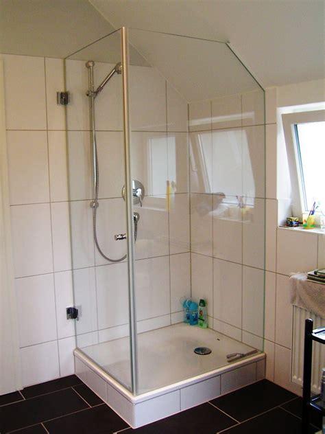 badezimmer fenster glas dusche dachschrge fenster kreatives haus design