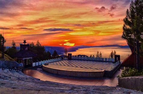 taman simalem resort tempat bermalam istimewa menghadap