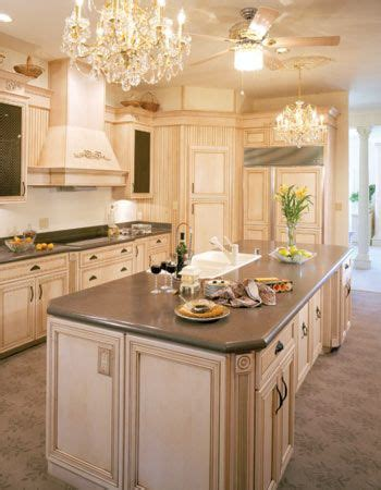 cream colored painted kitchen cabinets best 25 cream colored kitchens ideas on pinterest