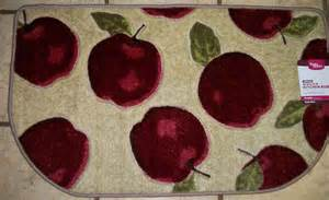 Apple Kitchen Rugs Beautiful Slice Kitchen Apple Rug With A Set Of Dish Towels Kitchen Pipeline