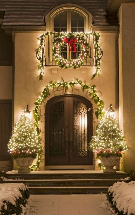 outside home christmas decorating ideas 26 super cool outdoor d 233 cor ideas with christmas lights