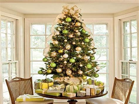 bloombety green and gold christmas tree decorations1