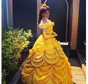 La Princesse Belle Dans Sa Nouvelle Robe Les Parcs Disney