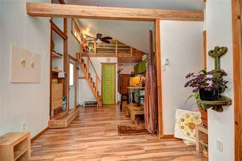 decoratrices de maison a vendre une chaleureuse mini maison enti 232 rement r 233 nov 233 e 224 val