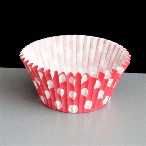 How To Make Cupcake Cases Out Of Baking Paper - polka dot cupcake or muffin cases 180