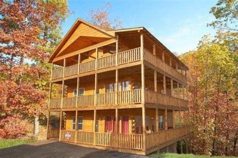 6 bedroom cabins in gatlinburg tn the hummingbird 6 bedroom cabin rental in sevierville