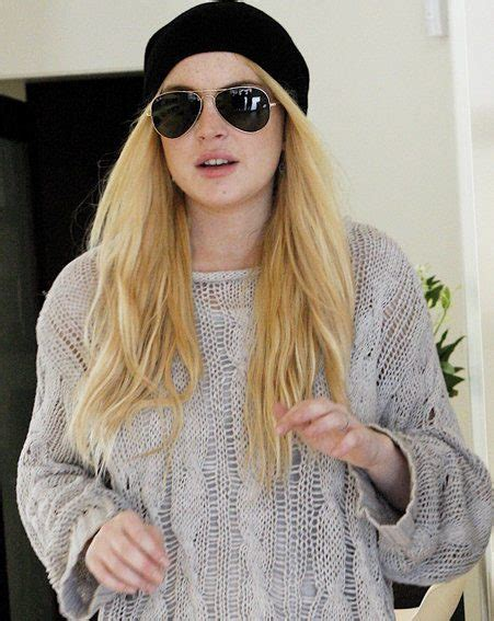 Lindsay Lohan Has Plans For Future Wedding Gown by It S Not A Fashion Accessory Lindsay Lohan Asks