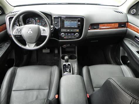 mitsubishi outlander 2015 interior 2015 mitsubishi outlander interior review aaron on autos