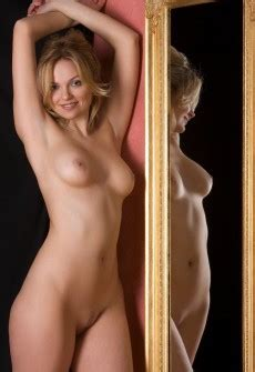 Euro Babes Db Nude Lady Posing In Mirror