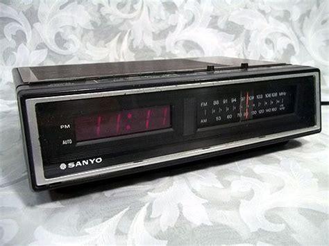 sold vintage retro sanyo rm5100 am fm alarm digital clock radio electronics digital clock
