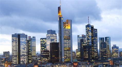 deutsche bank stellen weniger stellen f 252 r frankfurt deutsche bank will londoner